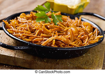 spanish fideua and aioli sauce