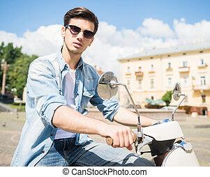 sparkcykel, ung man