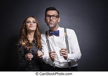sparkler, confection, couple, canard, figure