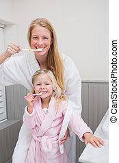 spazzolatura, figlia, denti, loro, madre, felice