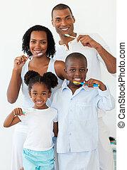 spazzolatura, loro, sorridente, famiglia, denti