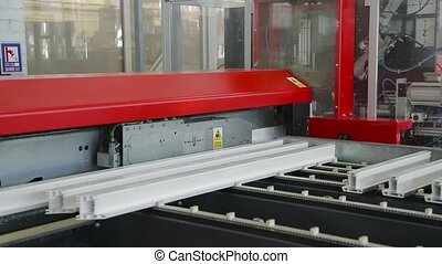 Specialized machine saws a plastic profile - Cutting of...