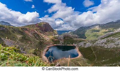 Spectacular lake at the bottom time lapse in Somiedo - ...