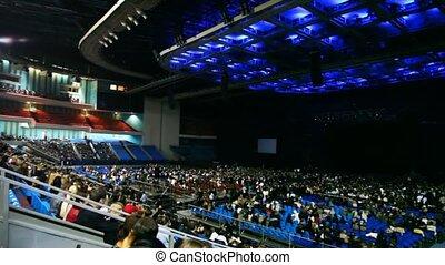 spectateurs, concert, asseoir, grand, espérer, couloir performance