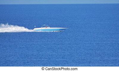 speed boat run in blue sea 4k 60 fps to 30 fps