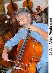 spelend, cello, man