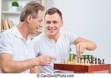 spelend, vader, volwassene, schaakspel, zoon, zijn