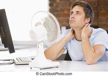 spento, ufficio, raffreddamento, ventilatore computer, uomo affari