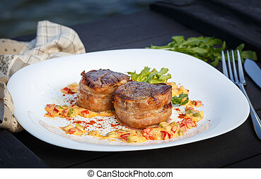 spesso, succoso, filetto, bistecca, medaglioni, cotto ferri, a, perfezione