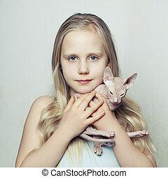 sphinx, chatons, jeune enfant, maison, girl