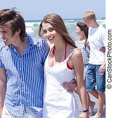 spiaggia, camminare, felice, giovani coppie