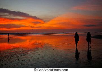 spiaggia, camminare, tramonto