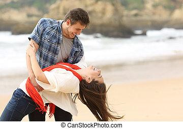 spiaggia, coppia, amore, scherzare, felice