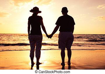 spiaggia, coppia, godere, tramonto, anziano
