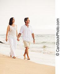 spiaggia, coppia, godere, tramonto, maturo