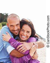 spiaggia, coppia, mezza età, sorridere felice