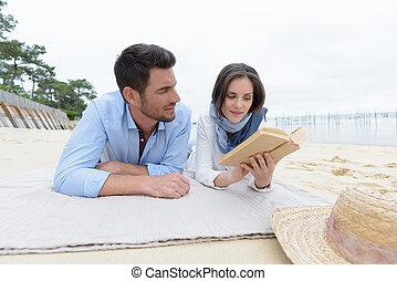 spiaggia, coppia, rilassante