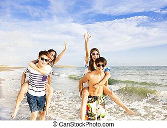spiaggia, correndo, gruppo, giovane, felice