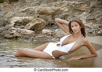 spiaggia, donna, brunetta