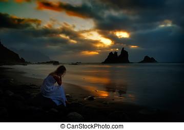 spiaggia, donna, tramonto, seduta