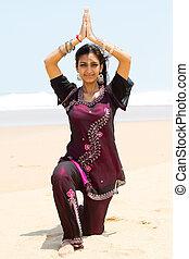 spiaggia, donna, yoga, indiano