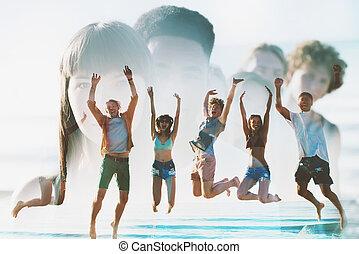 spiaggia., doppio, saltare, sorridere felice, amici, esposizione