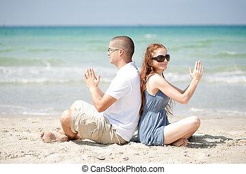 spiaggia, esercizi, coppia, sabbia
