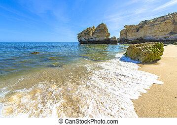 spiaggia, in, albufeira, portogallo