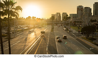 spiaggia lunga, città, a, tramonto