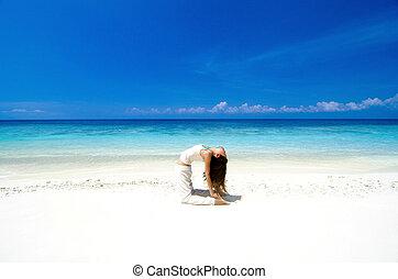 spiaggia, yoga