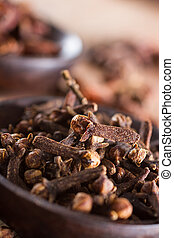 Spices: cloves - Spices series: closeup on a bowl full of...