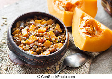 Spicy curry with green lentils, pumpkin and raisins