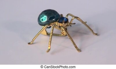 Spider brooch turning round. - Close up of Sculpture turns...