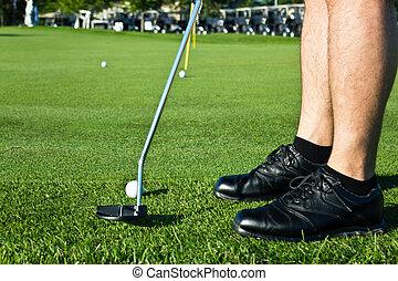 spielen golf spieler, setzen, der, kugel