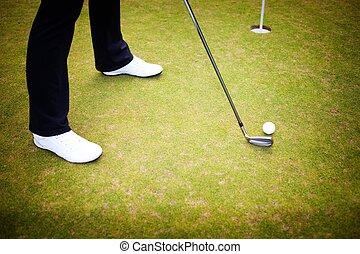 spielen golf spieler, training, setzen, kugel grün