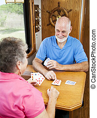 spielende , ältere, -, cribbage, campingbus