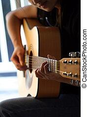 spielende gitarre