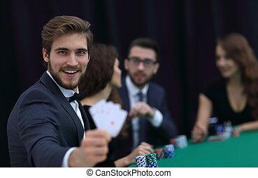 spieler, zu, der, kasino, mit, a, kombination, von, vier, aces.