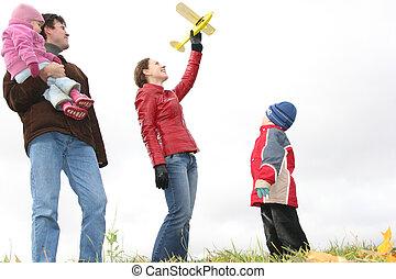 spielzeug, wiese, familie, herbst, stehen, motorflugzeug