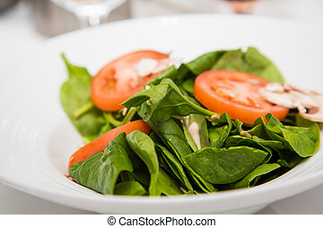 Spinach Salad with Sliced Tomatoes