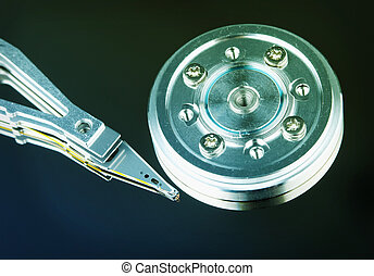 Spindle and magnetic head of hard disk - Spindle and...