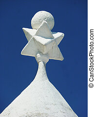 Spitze eines Trullidaches - figure on the peak of the roof...