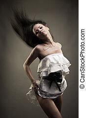splendido, brunetta, donna ballando