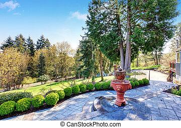 splendido, iarda posteriore, con, patio, includere, elegante, fontana, e, greenery.