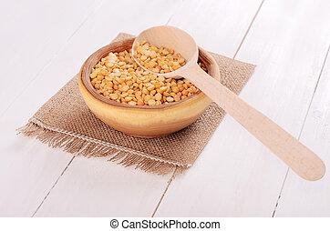 Split dried yellow peas in bowl