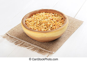 Split dried yellow peas in wooden bowl
