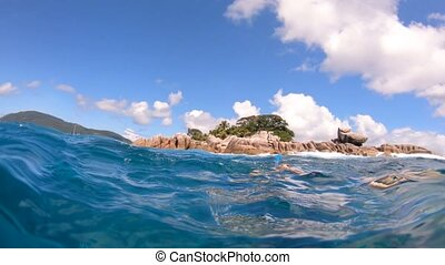 Split view Snorkeling Seychelles - Split view of snorkel...