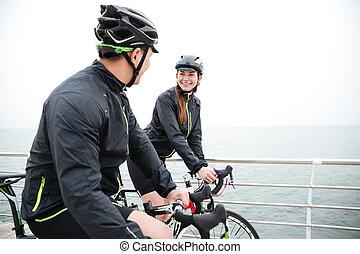 spoczynek, para, rower, morze, mówiąc