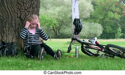 spoczynek, teenage, rower, lato, park, dziewczyna