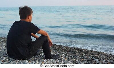 spojrzenia, wstecz, nastolatek, morze, kamyk, siada, plaża, ...